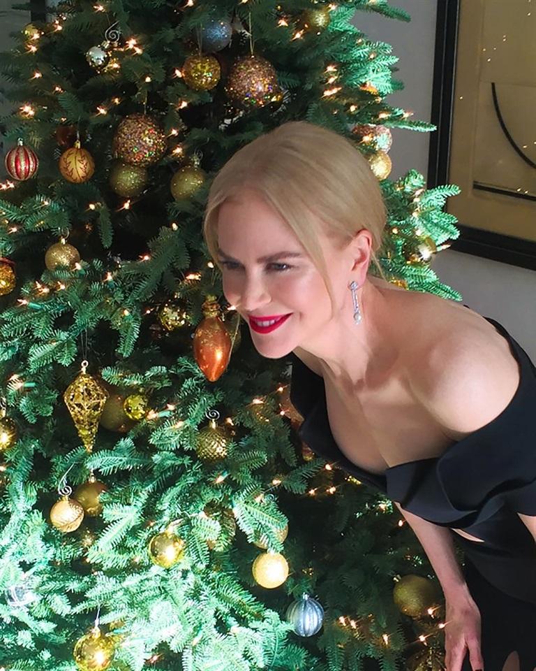 Auguri Di Natale Per I Figli.Le Cartoline Di Natale Delle Star Su Instagram Glamour It