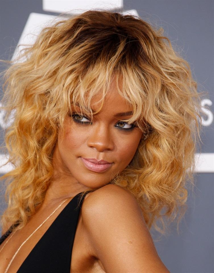 Frangia per capelli ricci  come portarla - Glamour.it 31ca6e818d9a