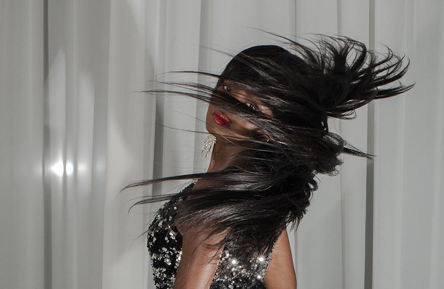 avere capelli lucidi  luminosi