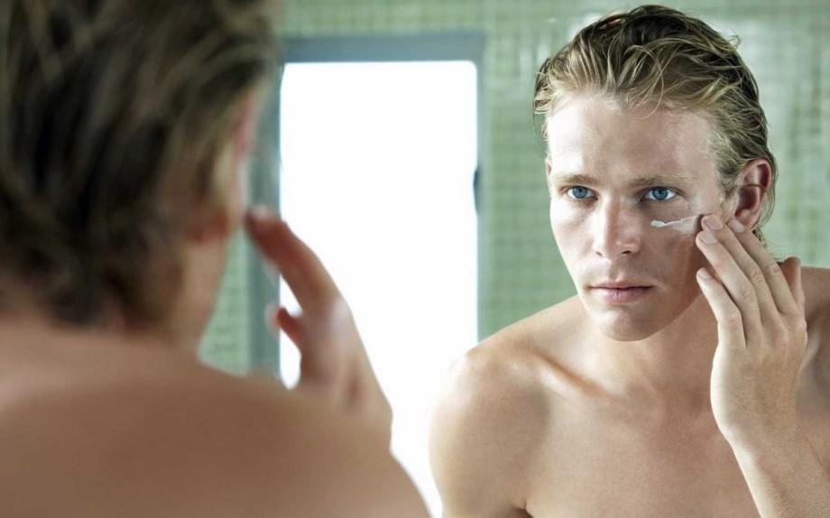 man-grooming-shaving-mirror-5