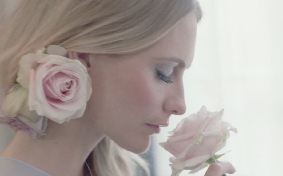 Poppy Delevingne per Jo Malone: il video in anteprima di The Blossom Ball