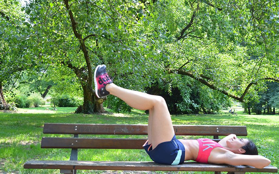 esercizi-al-parco-con-una-panchina-4