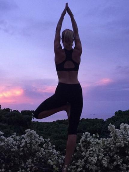 Fai yoga in spiaggia come le celeb