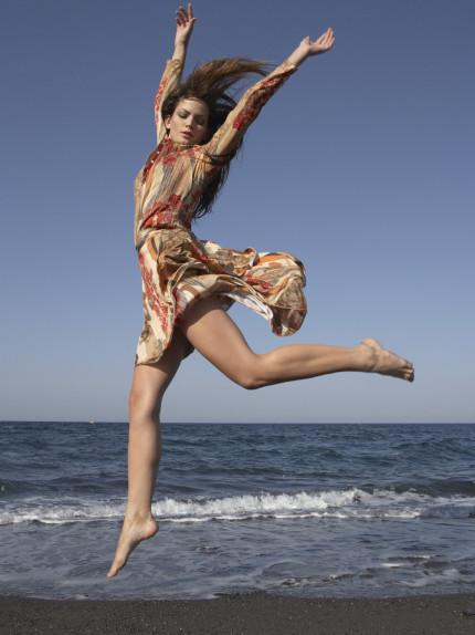 Al mare, sabbia e acqua, vero toccasana per il corpo