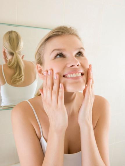 Pulire, esfoliare, idratare: tre must per una corretta beauty routine