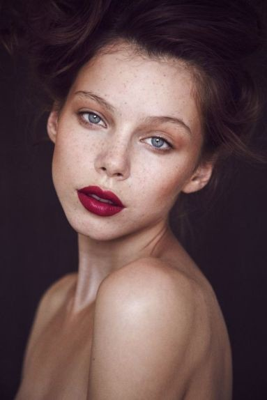 nude look red lips