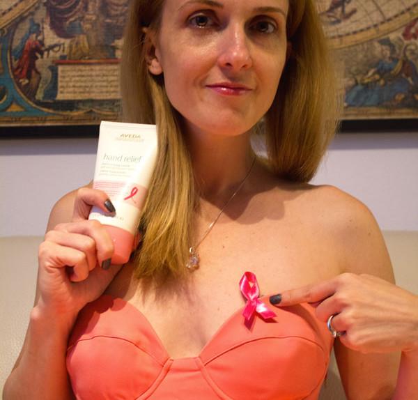 """Lotta contro il tumore al seno """"Condividi la tua azione"""". Tutte unite per una sola causa """"BREAST CANCER AWARENESS CAMPAIGN"""" di Estée Lauder"""
