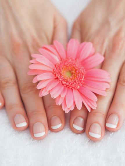 Come fare in casa una french manicure perfetta