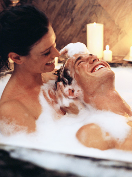 Cinque step per un bagno sensuale insieme a lui