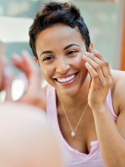 Tutto quello che c'è da sapere su una crema viso multitasking. Parla l'esperto