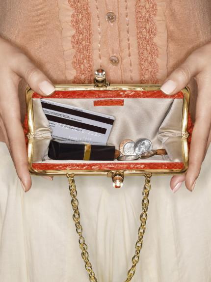 Make-up: gli essenziali da borsetta