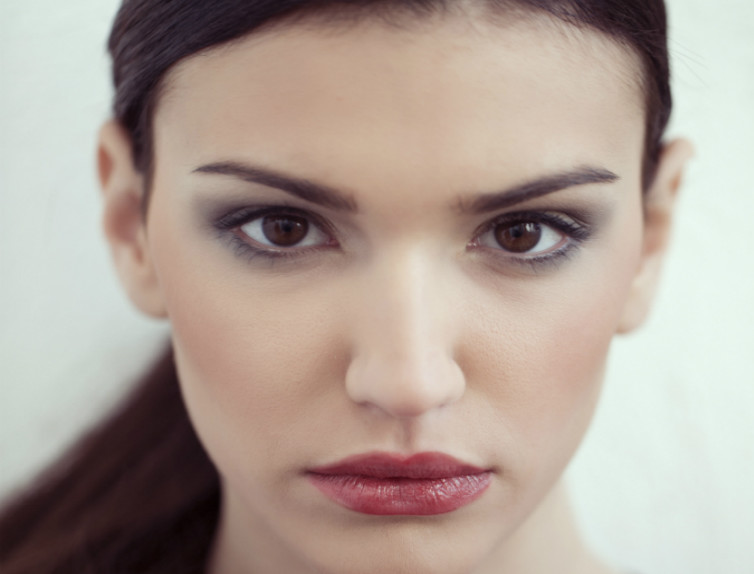 Popolare Trucco per occhi scuri e capelli scuri: illuminiamo il volto  FB71