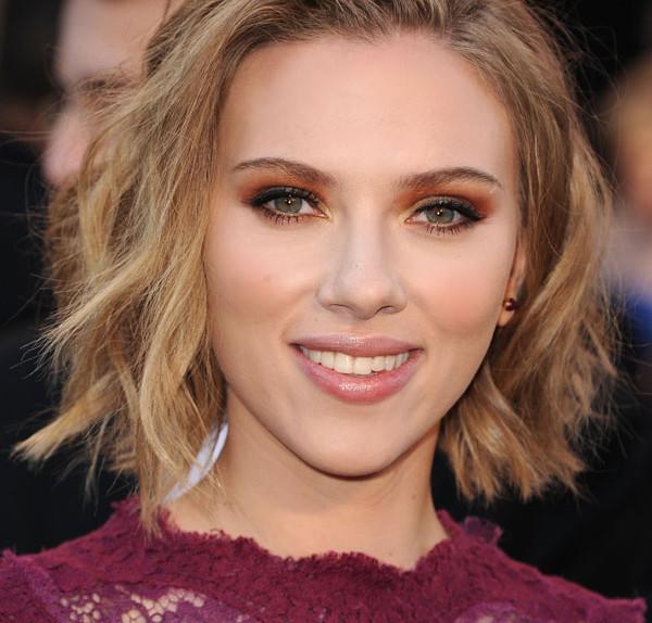 Scarlett_Johansson_messy bob_two