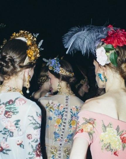 corone-di-fiori-e-piume-per-dolce-e-gabbana-alta-moda