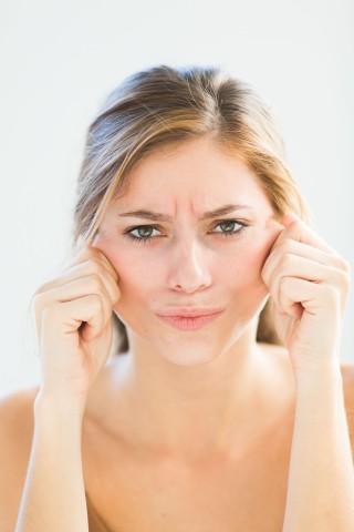 Creme viso notte: quel giorno in cui ho scoperto di avere una guancia in caduta libera