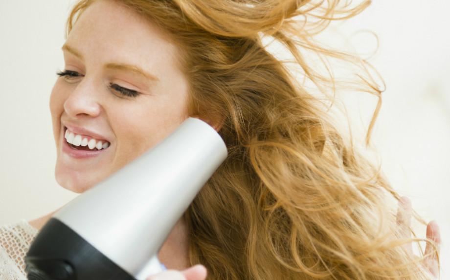 Come asciugare i capelli medio corti