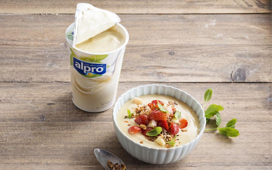 Célèbre Colazione sana e dietetica? Con lo yogurt vegetale e le proteine  ZF02