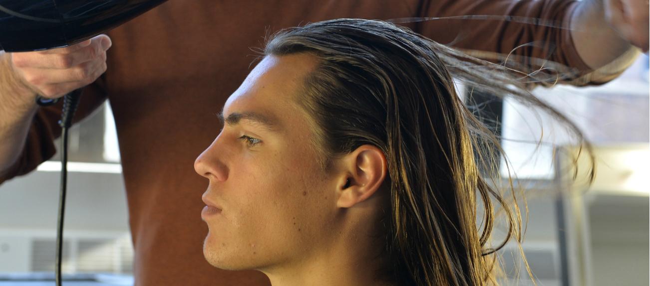 Tempo crescita capelli lunghi uomo