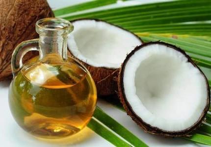 Scopriamo insieme tutte le proprietà dell'olio di cocco, un prezioso alleato per bellezza e salute