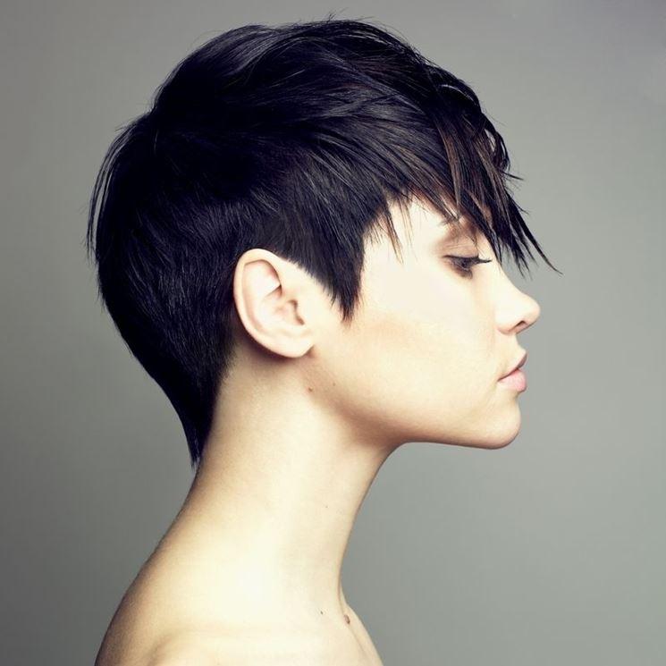 Tagli capelli neri corti