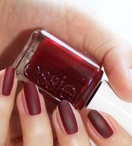 nail-contouring-bordeau_o_su_horizontal_fixed