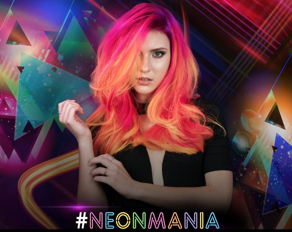 Capelli colorati  scopri l effetto (wow) dei capelli neon! - Glamour.it 86a6f8a8f87d