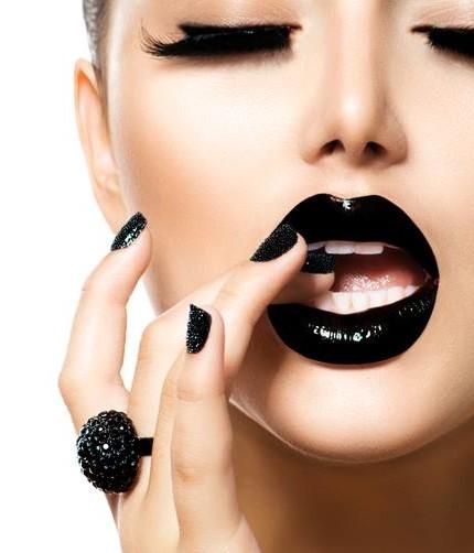 colore scuro labbra Chanel