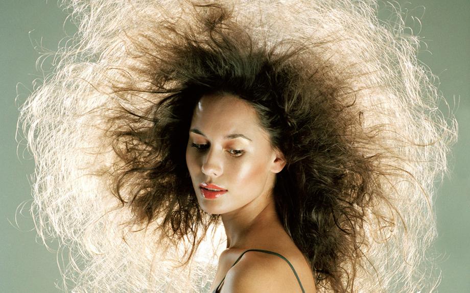 Come prendersi cura dei capelli secchi - Glamour.it 1c3a5ba5f88b