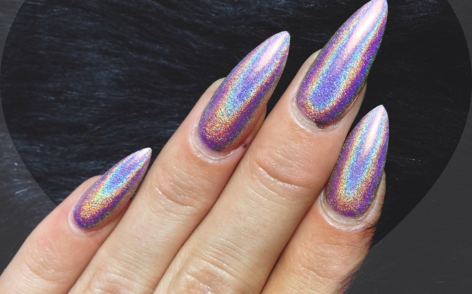 23-pics-of-holographic-nail-designs.jpg