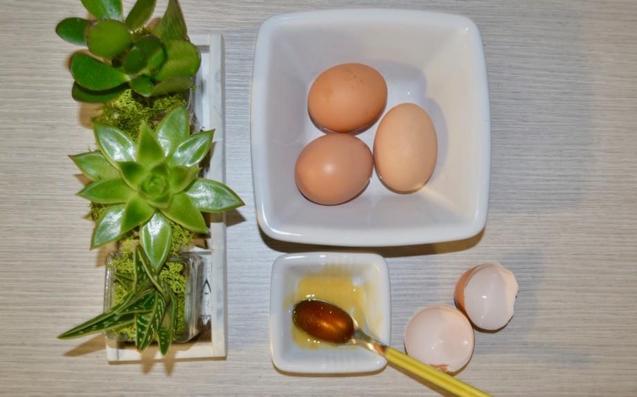maschera fai da te uovo e miele