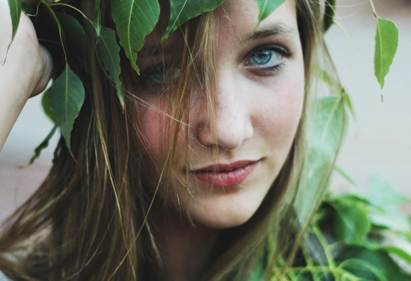 green hair vert