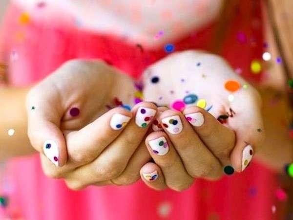 unghie-coriandoli-su-base-bianca