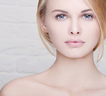 Portrait-of-beautiful-young-woman-having-no-makeup