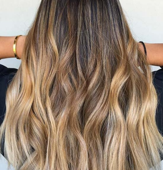 styling_beach_waves_with_a_flat_iron