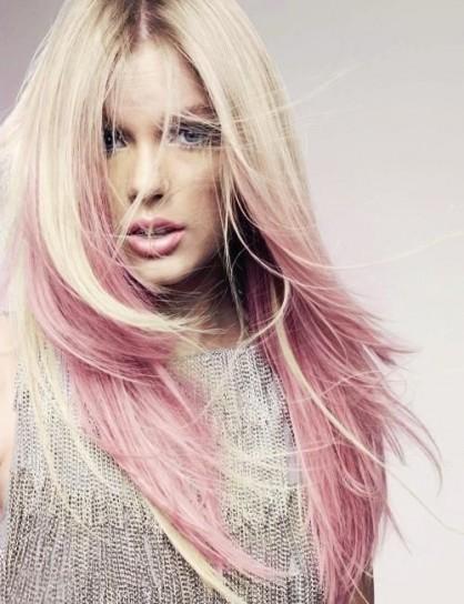 capelli-biondo-platino-con-ciuffi-rosa_1