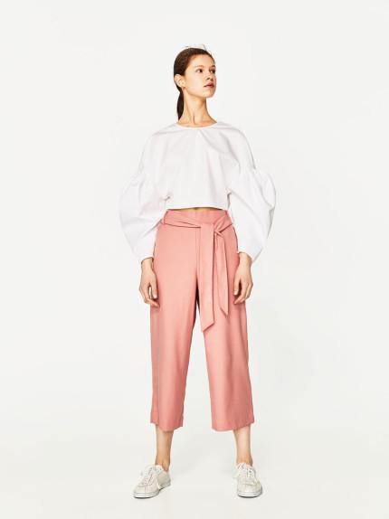 Pantolini cropped con cintura Zara