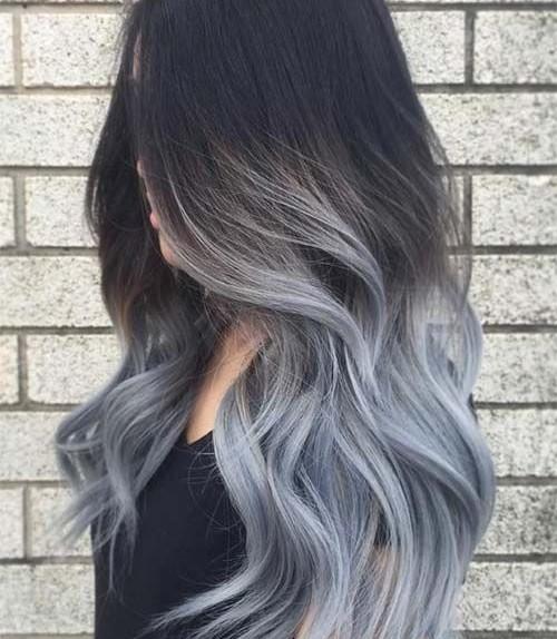 Un esempio di shatush che sfuma dal nero a questo grigio-azzurro.