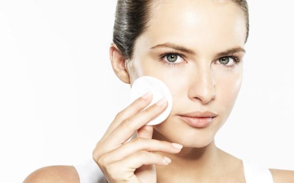 pulizia del viso fa bene o male