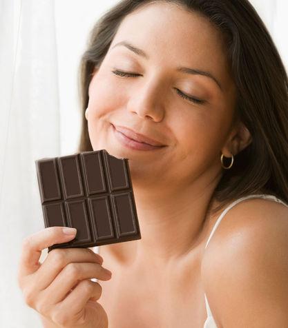 Il-cioccolato-fondente-aiuta-a-dimagrire_su_vertical_dyn