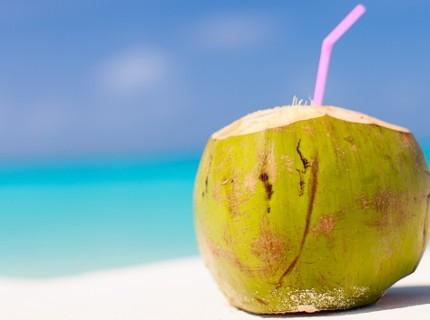I 5 benefici dell'acqua di cocco da conoscere!