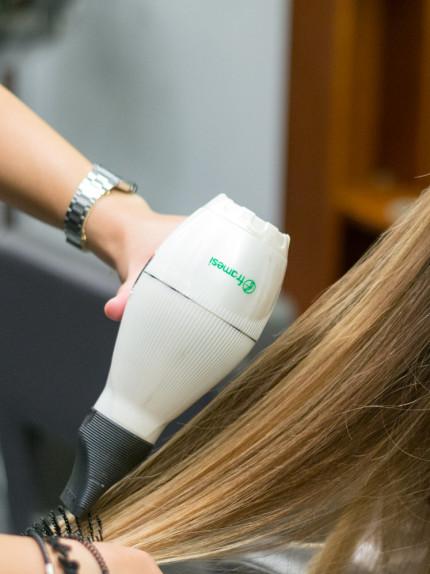 Trattamento ristrutturante Framesi Morphosis Re-structure Parrucchiere Arvi's Milano Hair Capelli Phon capelli lisci piega (5)
