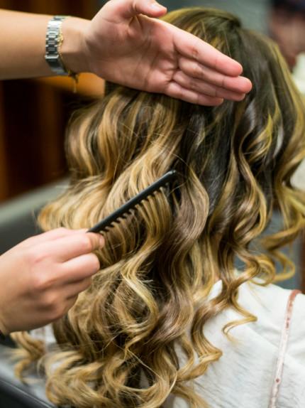 Trattamento ristrutturante Framesi Morphosis Re-structure Parrucchiere Arvi's Milano Hair Capelli piega onde piatte pettine boccoli ricci (8)