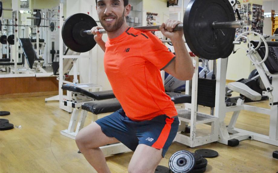 Come-allenare-le-gambe-squat-palestra