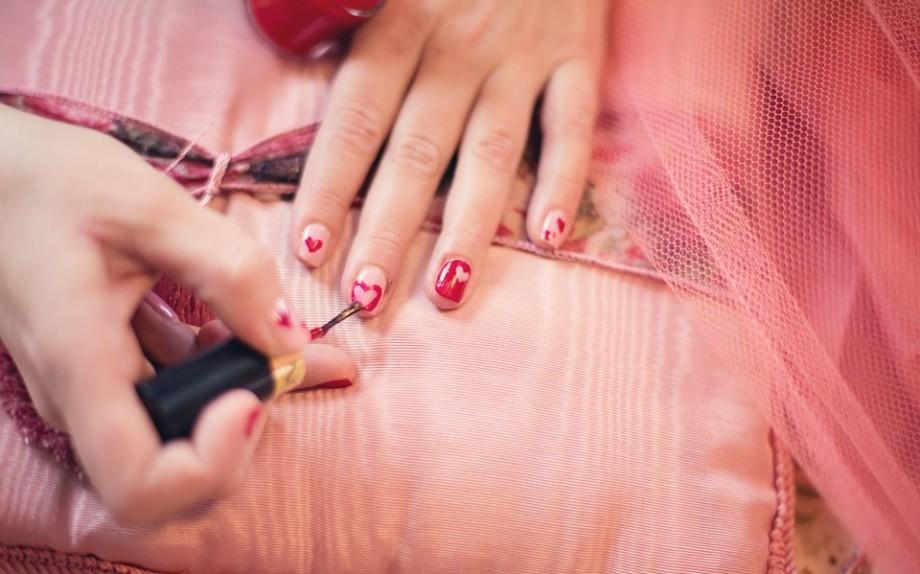 painting-fingernails-635261_960_720