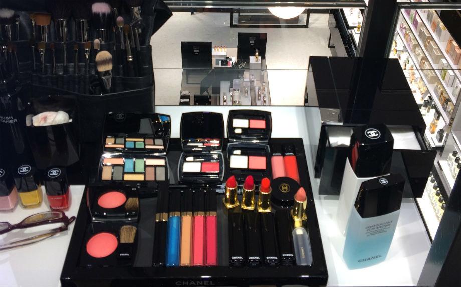 A milano apre la prima boutique beauty di chanel for Chanel milano boutique