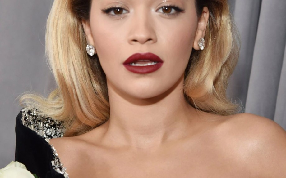 Acconciature cerimonia capelli lunghi - Rita Ora ai Grammy Awards 2018