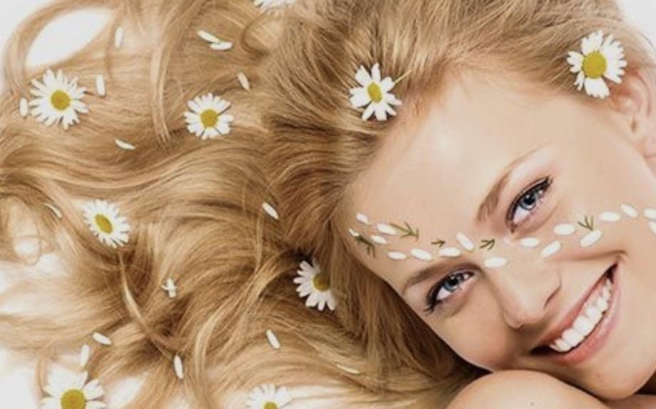 Tantissimi consigli per far crescere i capelli più velocemente  sani e  forti - Glamour.it 1f9492dfe989