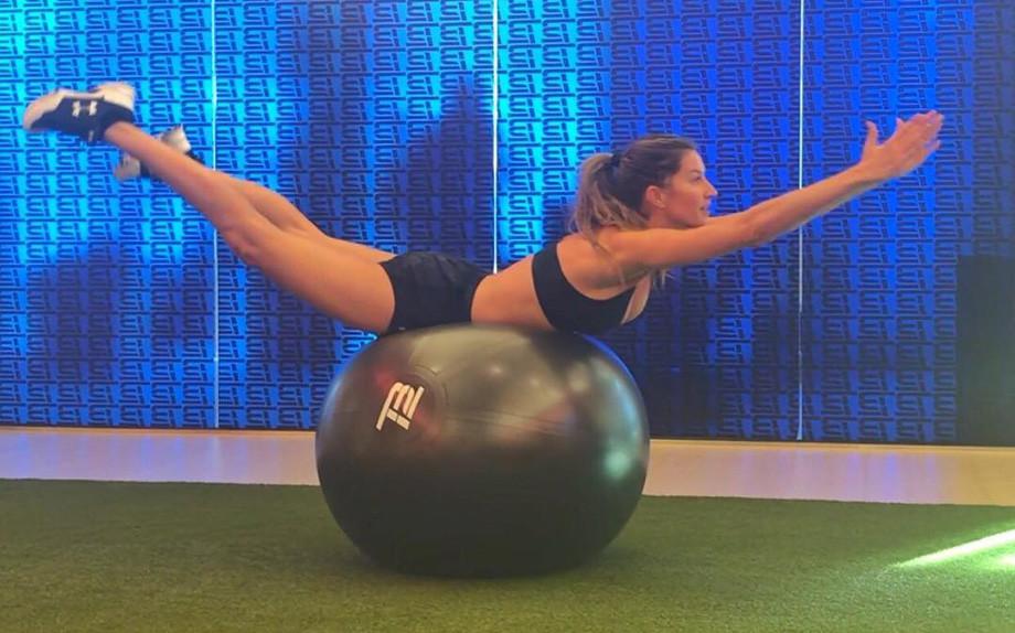 Fitness esercizi tonificazione yoga pilates - Costruire palestra in casa ...
