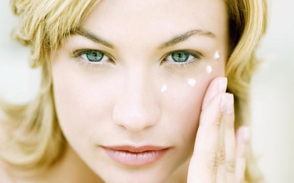 Come scegliere il tuo primo contorno occhi