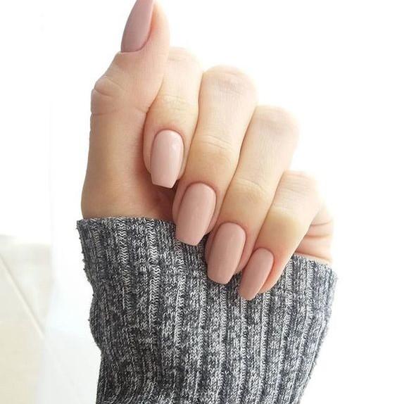 Unghie color carne, il nude non passa mai di moda! – VanityFair.it
